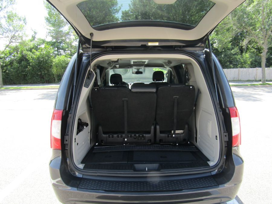Gray Chrysler Town and Country image number 8