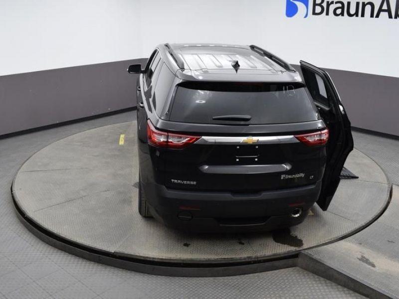 Black Chevrolet Traverse image number 22