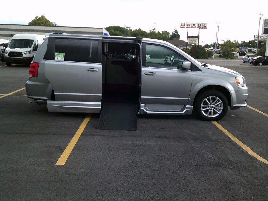 Silver Dodge Grand Caravan image number 4