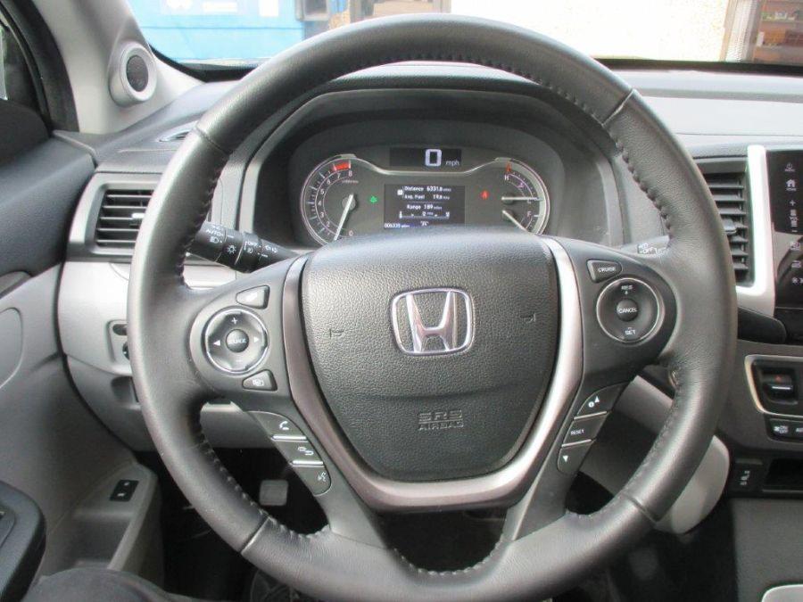 Blue Honda Pilot image number 14