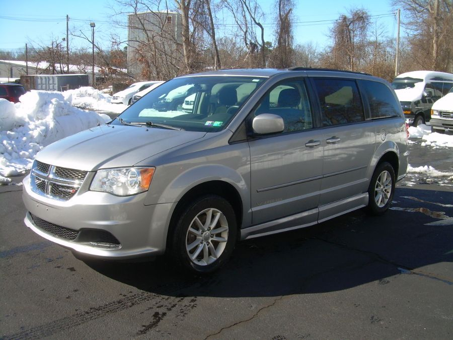 Silver Dodge Grand Caravan image number 3