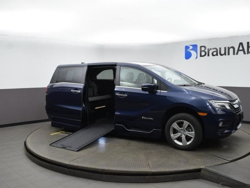 Blue Honda Odyssey image number 23