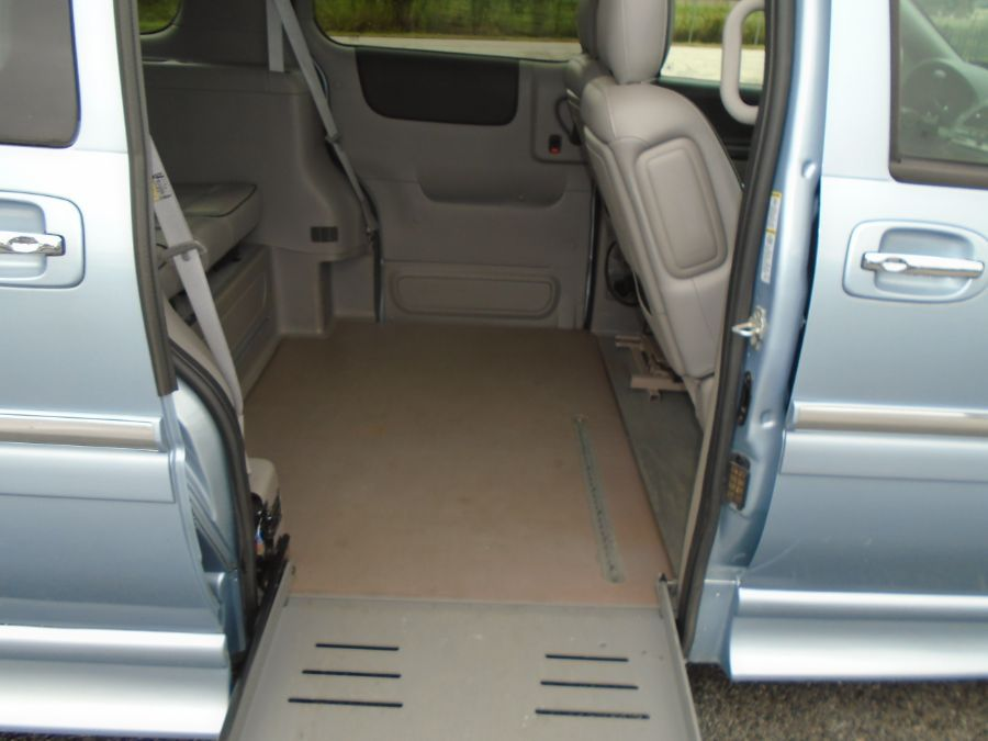Blue Buick Terraza image number 1
