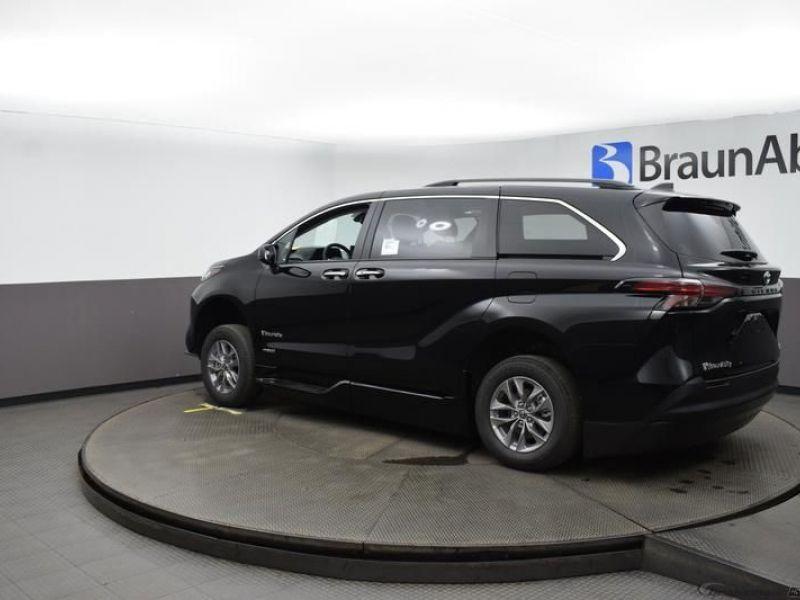 Black Toyota Sienna image number 4