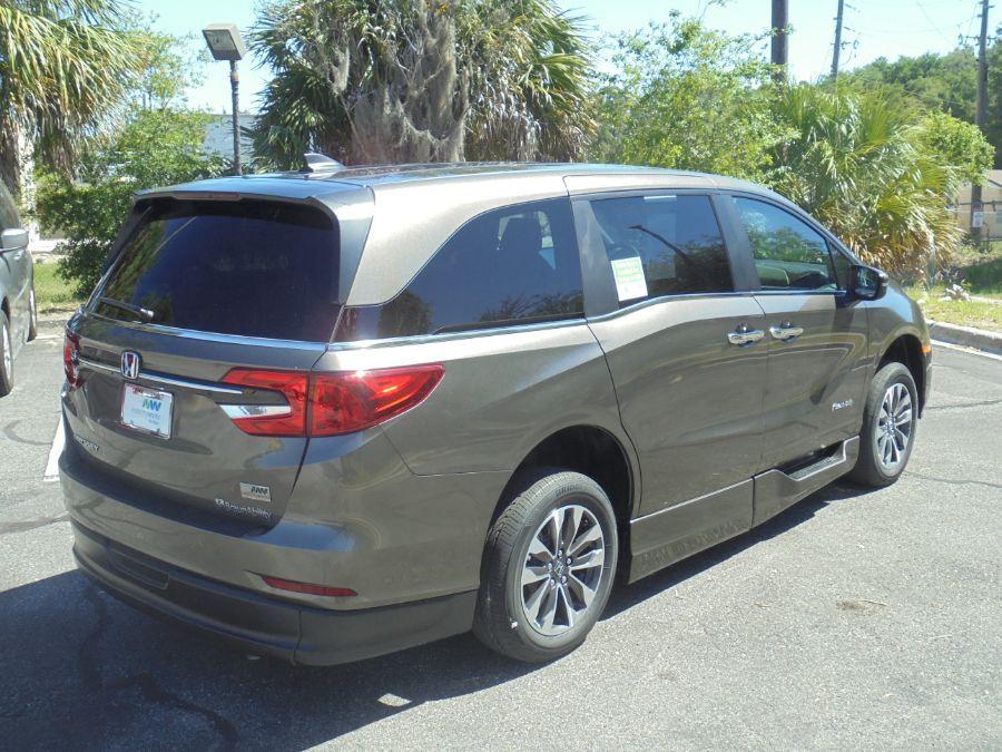 Gray Honda Odyssey image number 6