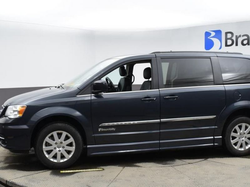Blue Chrysler Town and Country image number 4