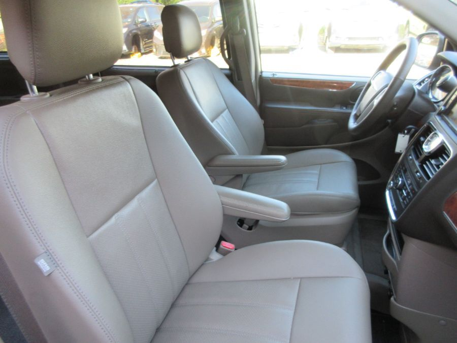 Brown Chrysler Town and Country image number 17
