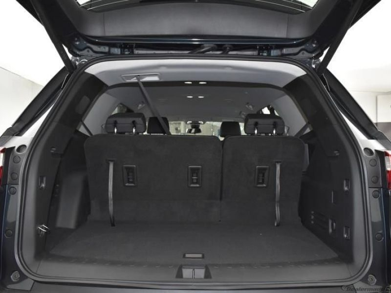 Gray Chevrolet Traverse image number 11