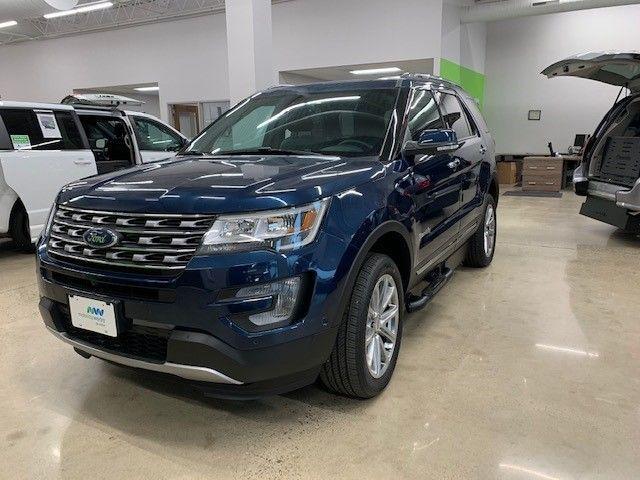 Blue Ford Explorer image number 2