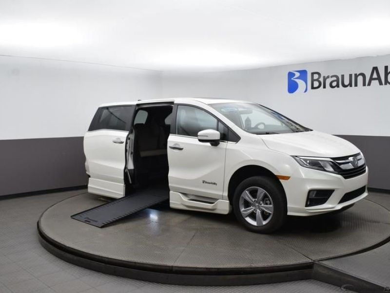 Honda Odyssey with Side Entry Automatic In Floor ramp