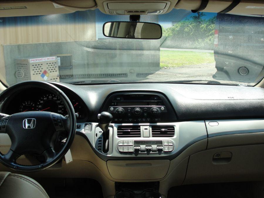 Gold Honda Odyssey image number 10