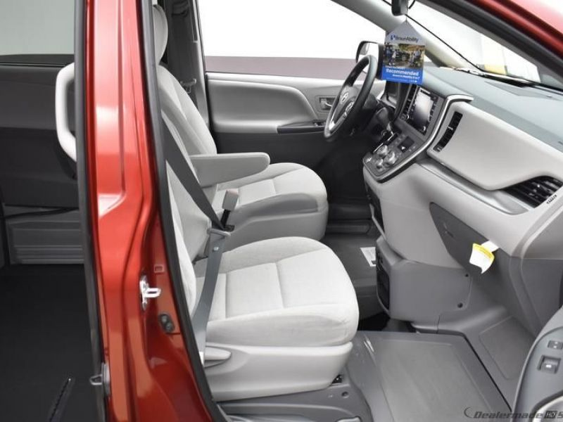 Red Toyota Sienna image number 10