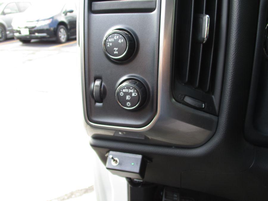 White Chevrolet Silverado 1500 image number 17