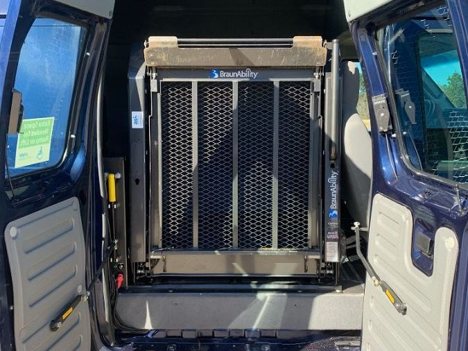 Blue Ford E-Series Cargo image number 10