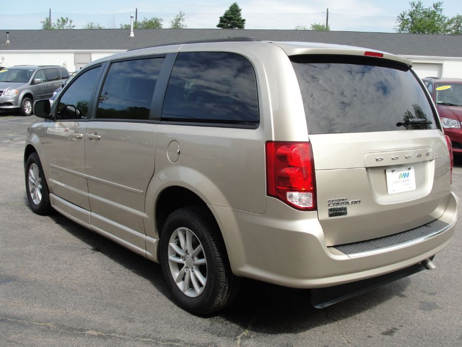 Brown Dodge Grand Caravan image number 5