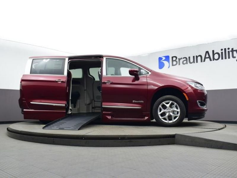 Red Chrysler Pacifica image number 19