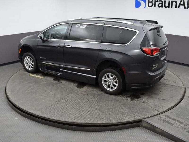 Gray Chrysler Pacifica image number 25