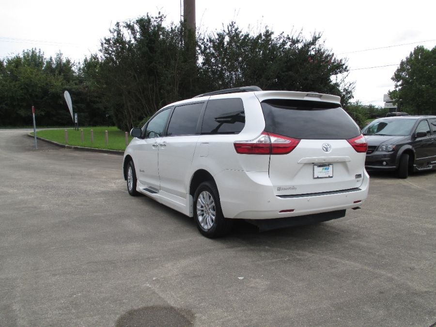 White Toyota Sienna image number 13