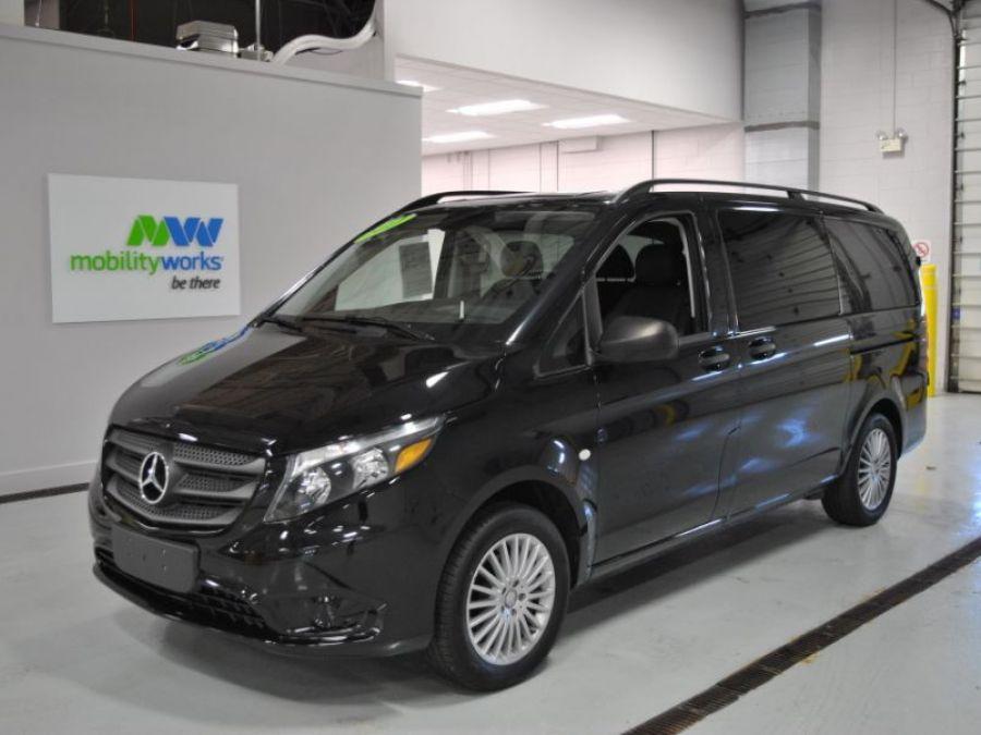 BLACK Mercedes-Benz Metris image number 2