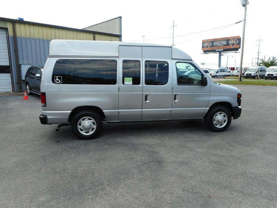 Silver Ford E-150 image number 9