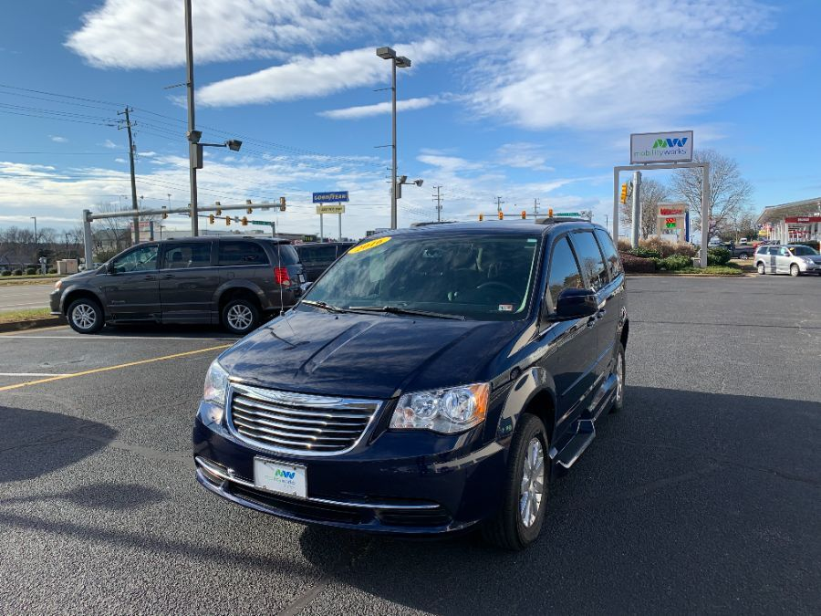 Blue Chrysler Town and Country image number 15