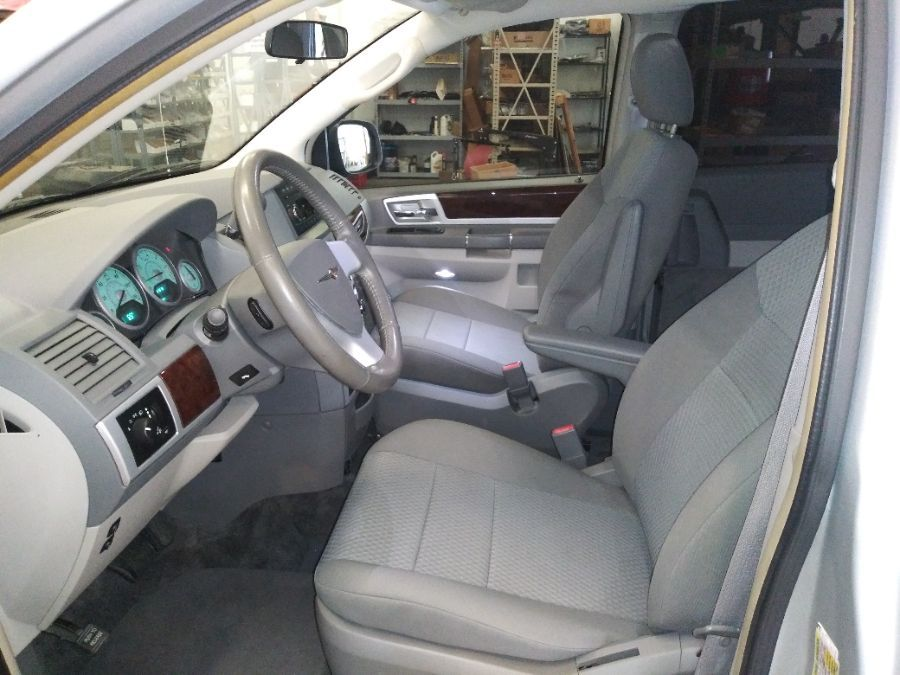 Silver Chrysler Town and Country image number 23