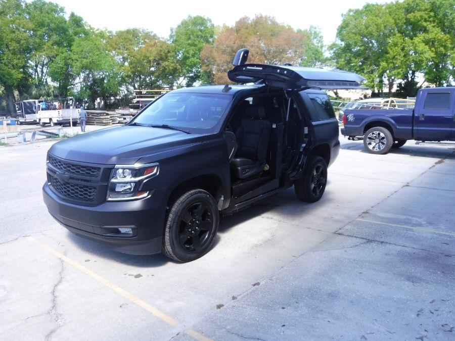Black Chevrolet Tahoe image number 1