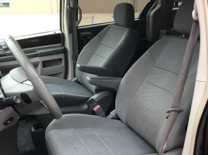 Black Chrysler Town and Country image number 14