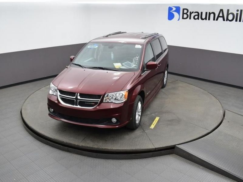 Red Dodge Grand Caravan image number 17