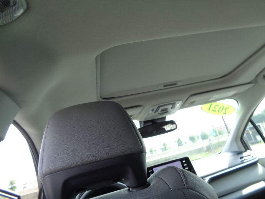 Gray Toyota Sienna image number 15
