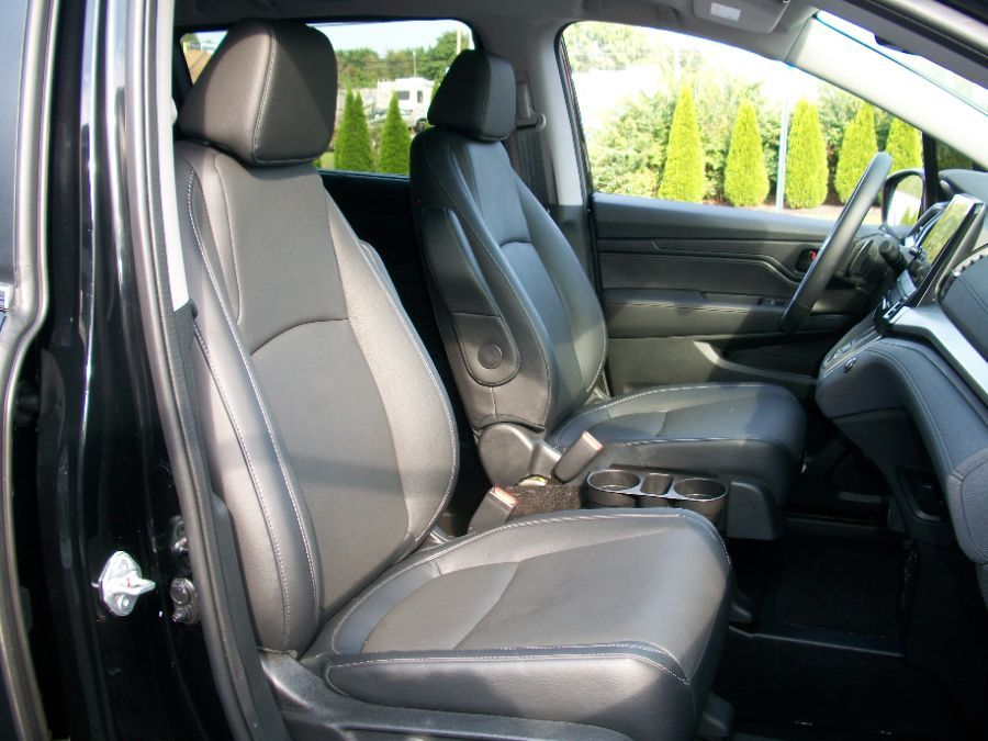 Black Honda Odyssey image number 14