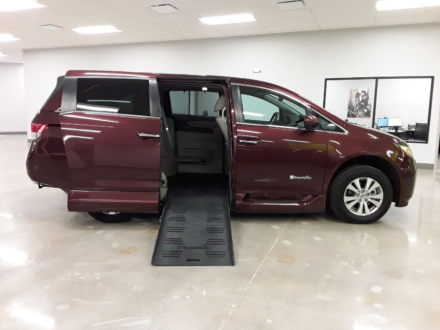 RED Honda Odyssey with Side Entry Automatic  ramp