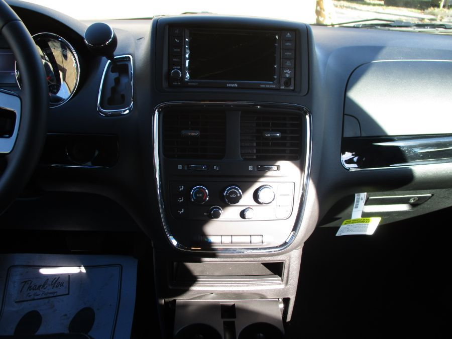 Gray Dodge Grand Caravan image number 9