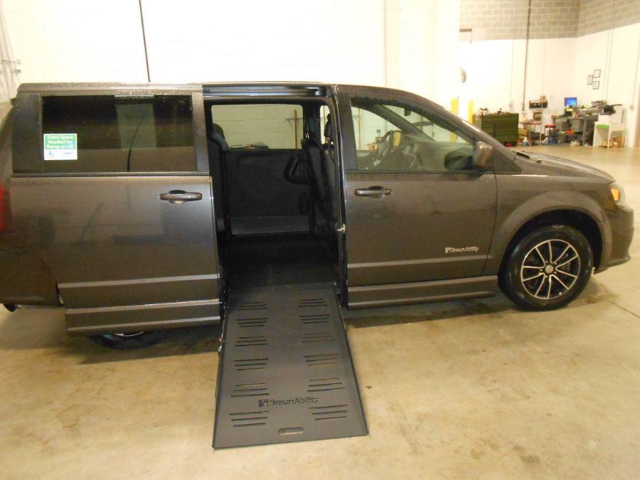 Gray Dodge Grand Caravan image number 10