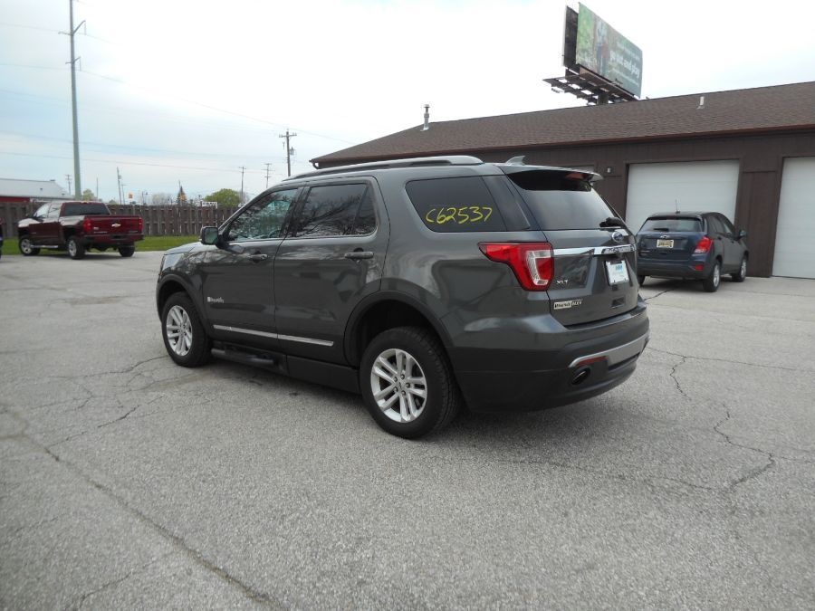 Gray Ford Explorer image number 5