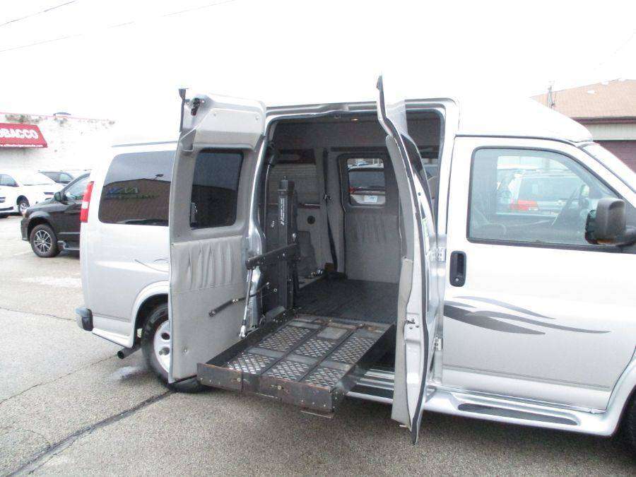 Silver Chevrolet Express Cargo image number 15