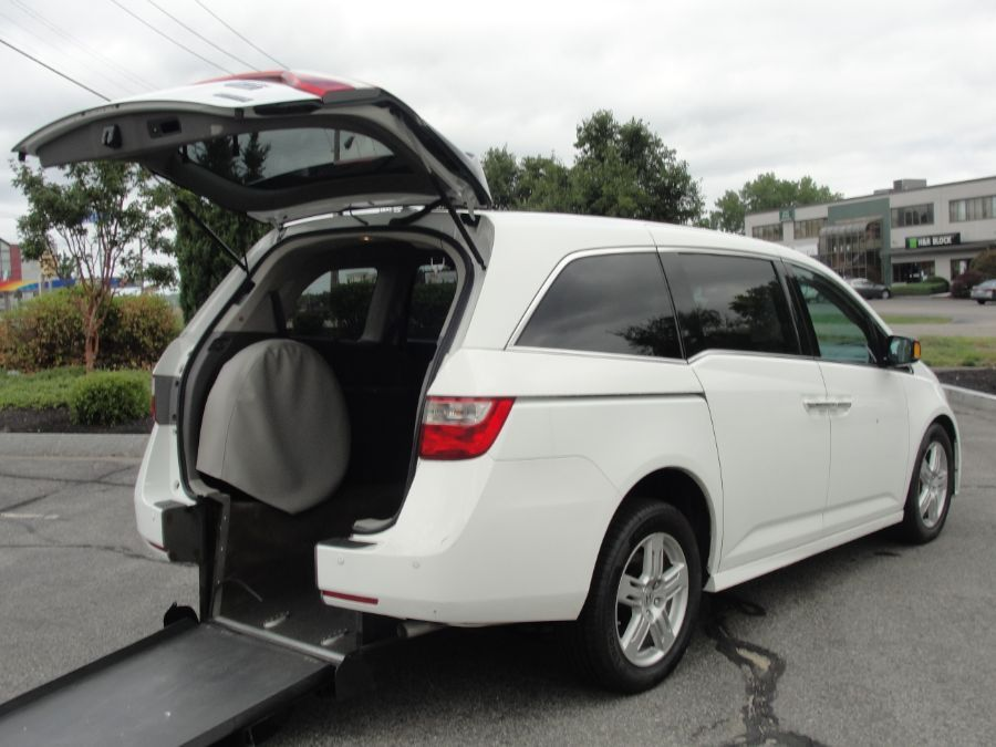 Gray Honda Odyssey with Rear Entry Manual Fold Out ramp