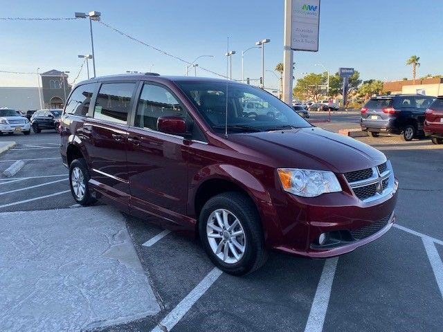 Red Dodge Grand Caravan image number 18