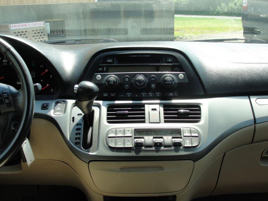 Gold Honda Odyssey image number 11