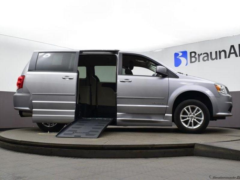 Silver Dodge Grand Caravan image number 14