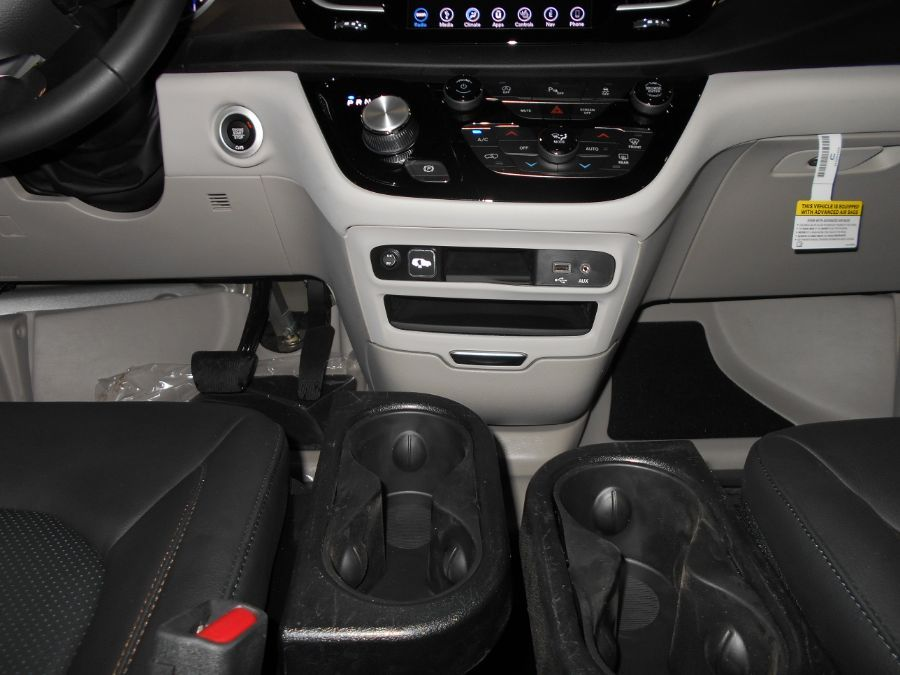 Silver Chrysler Pacifica image number 12