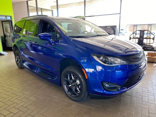 Blue Chrysler Pacifica image number 8