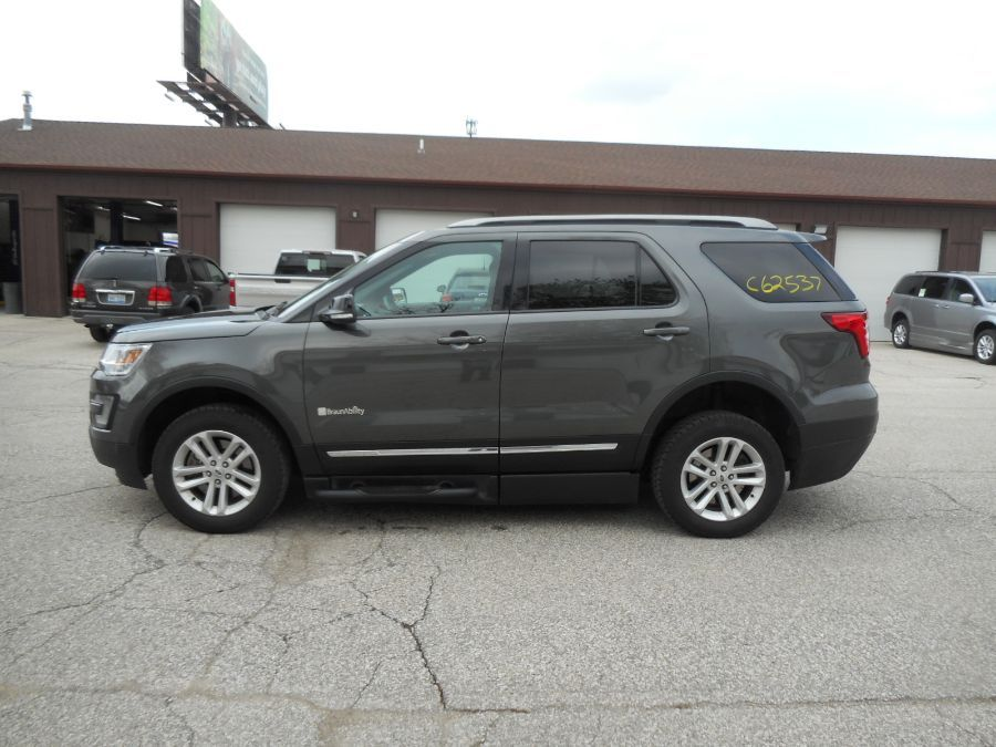 Gray Ford Explorer image number 4
