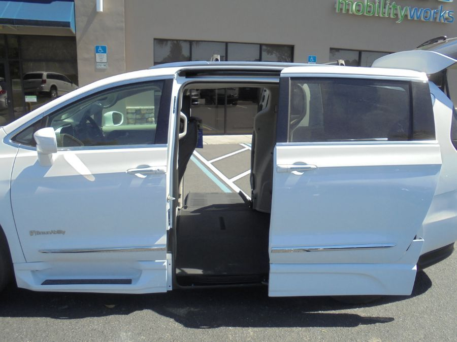 White Chrysler Pacifica image number 12