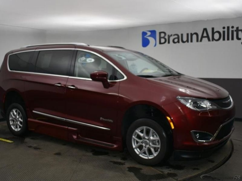 Red Chrysler Pacifica image number 15