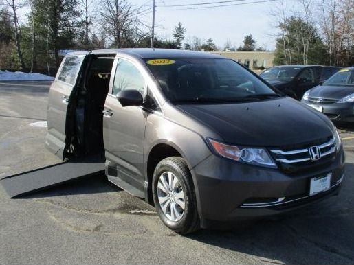Brown Honda Odyssey with Side Entry Automatic In Floor ramp