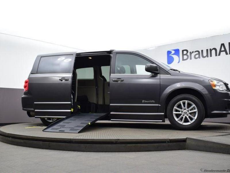 Gray Dodge Grand Caravan image number 15