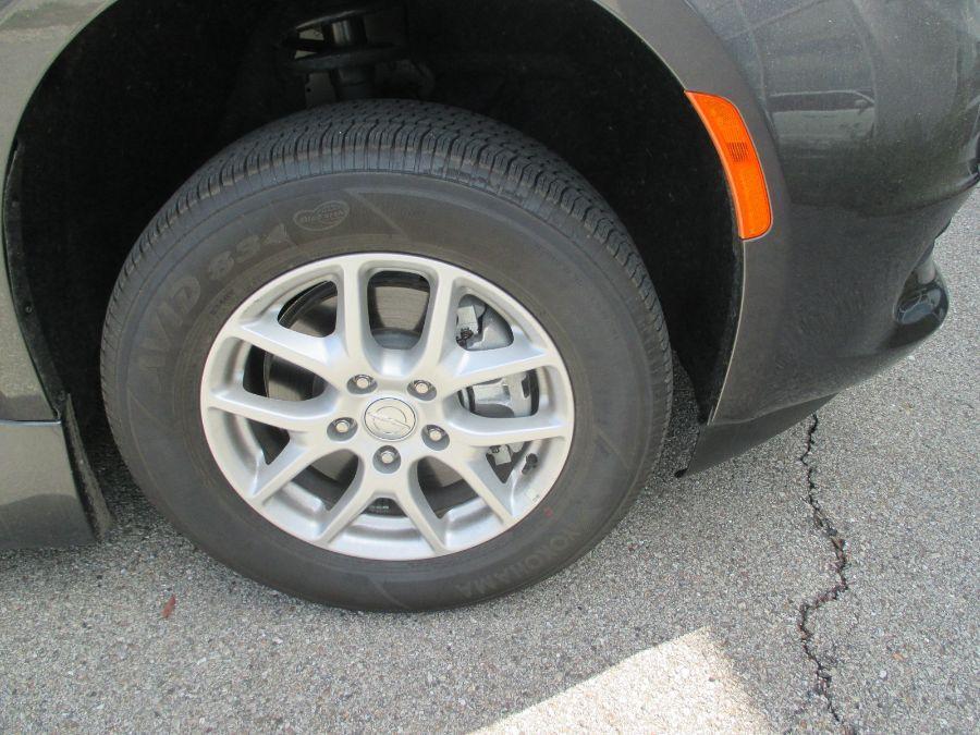 Gray Chrysler Voyager image number 29