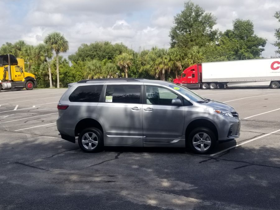 Silver Toyota Sienna image number 8