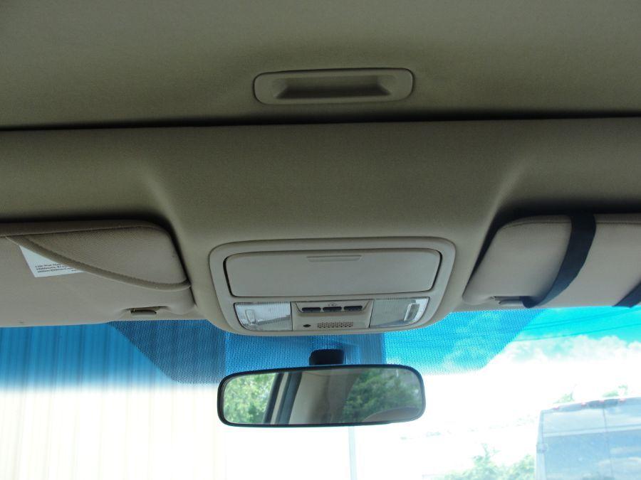 Gold Honda Odyssey image number 12